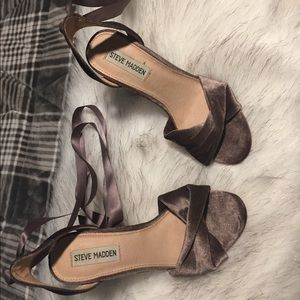 Steve Madden in suede material  size 7